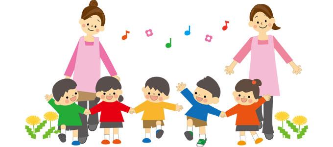 幼稚園で遊ぶ先生と幼児