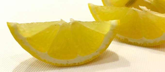 くし切りされたレモン