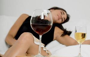 飲みすぎた女性