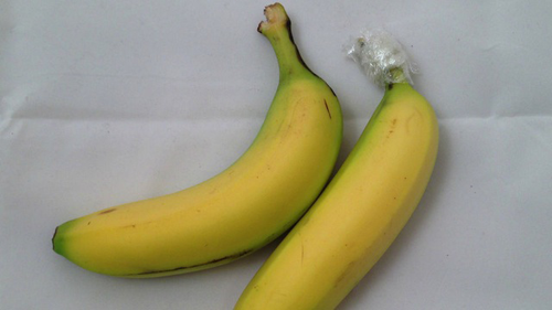1本ずつ分けたバナナにラップ