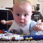 写真撮影で赤ちゃんをカメラ目線にする方法。成功率90%以上