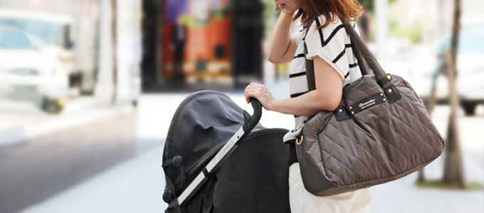 女性のショルダーバッグ