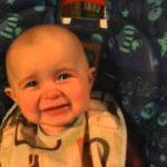 ママの歌声に感動して、涙する赤ちゃん!