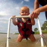生後7ヶ月の赤ちゃんがジェットスキーに挑戦。マジっすか!