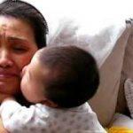 赤ちゃんのキス攻めに、おばあちゃんもメロメロ