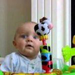 ママの鼻をかむ音に、驚いて目がギョロッとしちゃう赤ちゃん