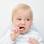赤ちゃんのおへそ・耳・鼻のお手入れ。手際よくササッと