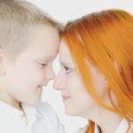 叱り方と褒め方、怒ると叱るの違い。理想の親への第一歩