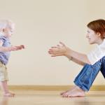 赤ちゃんはいつから歩く?言葉の発達は世界観を広がる