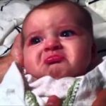 パパの変声にビビって、泣くのを我慢する表情がかわいい