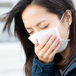 辛い咳を止める方法は、ハチミツや生姜、ツボ押しが効果的